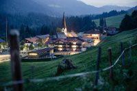 HUBERTUS Alpin Lodge & Spa_Außenansicht_Herbst (7).JPG